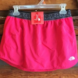 Northface  Rosered size small skirt  NWT